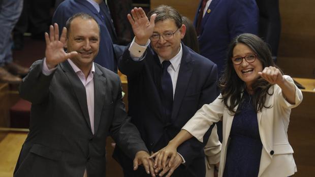 Rubén Martínez Dalmau (Podemos), Ximo Puig (PSPV-PSOE) y Mónica Oltra (Compromís), en las Cortes Valencianas