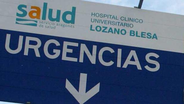 Cartel de acceso a Urgencias en el Hospital Clínico de Zaragoza, uno de los dos mayores de Aragón