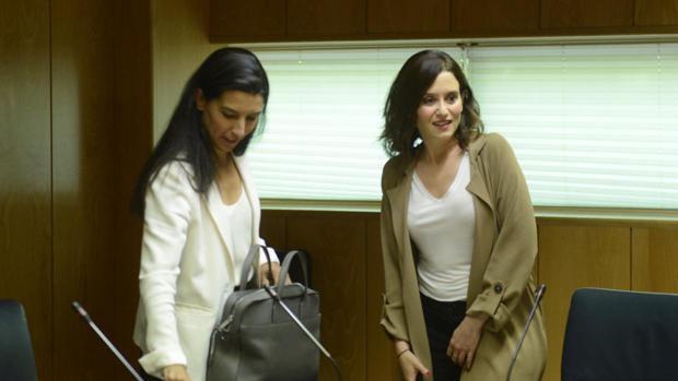 Rocío Monasterio (Vox) e Isabel Díaz Ayuso (PP)