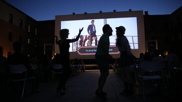 Los sábados será el turno de Sing-Along que auna música y animación sobre la gran pantalla