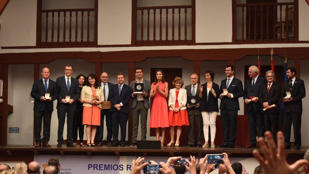 Foto de familia con los premiados