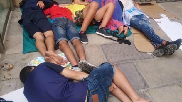 Menores durmiendo en la calle en Barcelona