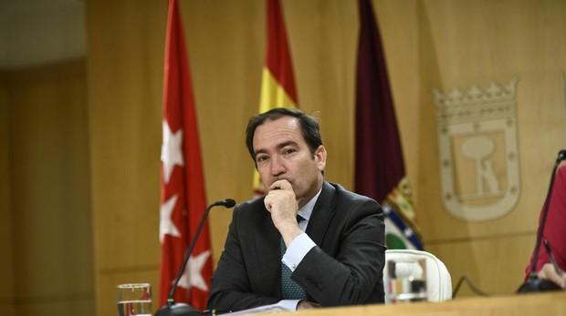 El delegado de Medio Ambiente del Ayuntamiento, Borja Carabante