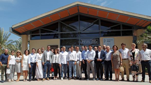 Imagen de los participantes en las negociaciones entre Ciudadanos y PP en la Diputación de Alicante