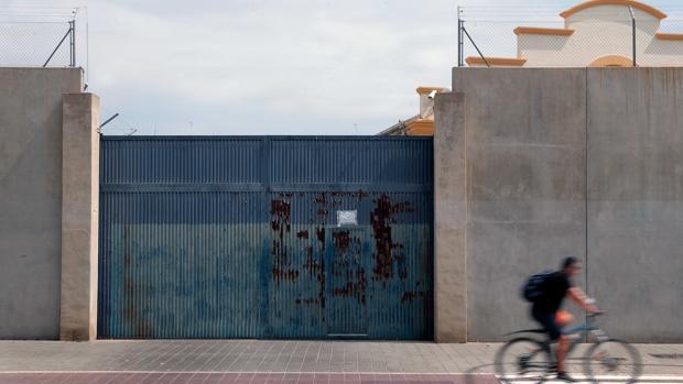 Imagen de la puerta del CIE de Zapadores de Valencia