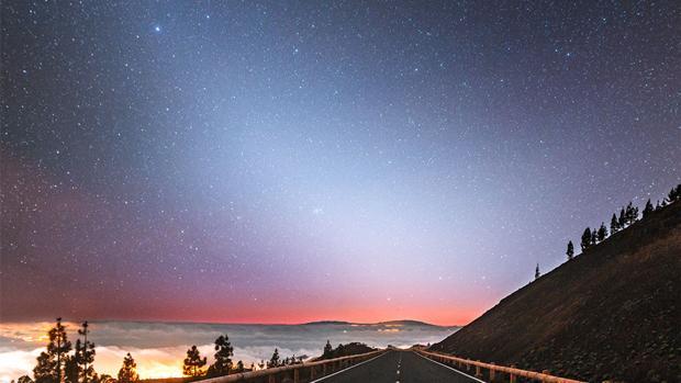 Banda de polvo que refleja el sol del Sistema Solar interior en Tenerife