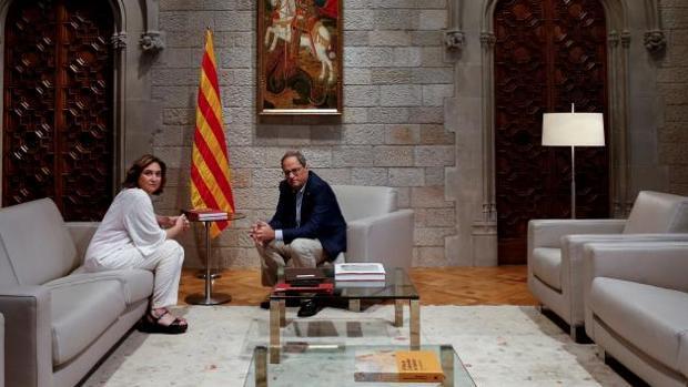 Torra ha recibido este martes a Colau en el palacio de la Generalitat
