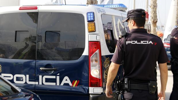 Imagen de archivo de un agente de la Policía Nacional en Alicante