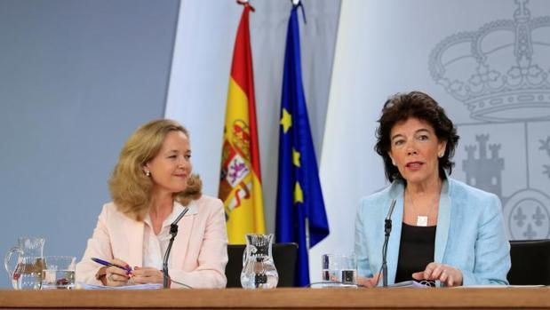Calviño y Celaá, ayer tras el Consejo de Ministros