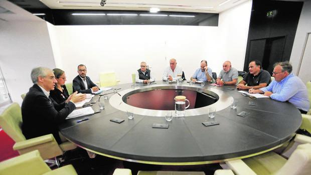 Un momento de la reunión entre Xunta y sindicatos, este jueves en Santiago