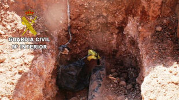 Uno de los tramos del oleoducto del que se sacaban el gasoil