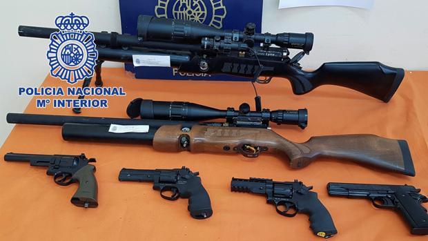 Imagen de las armas recogidas después de que la Policía Nacional desmantelase el narcopiso
