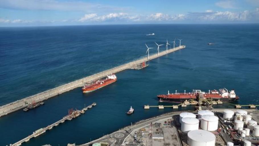 El puerto de Valencia, primero de España con repostaje de gas licuado desde tierra