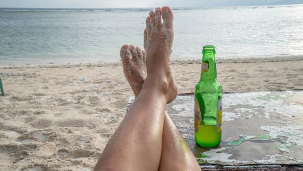 La cerveza en la playa es el plan ideal para los castellanomanchegos