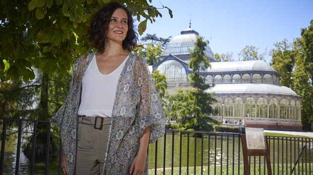 Isabel Díaz Ayuso posa para ABC en El Retiro