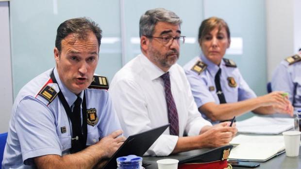 El comisario jefe, Eduard Sallent, ayer con la cúpula de los Mossos