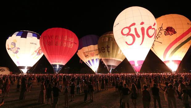 Imagen de este sábado de la «Night Glow», en el aparcamiento de Santa Teresa