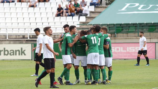 Los jugadores del Toledo celebran uno de los goles del partido ante el Conquense