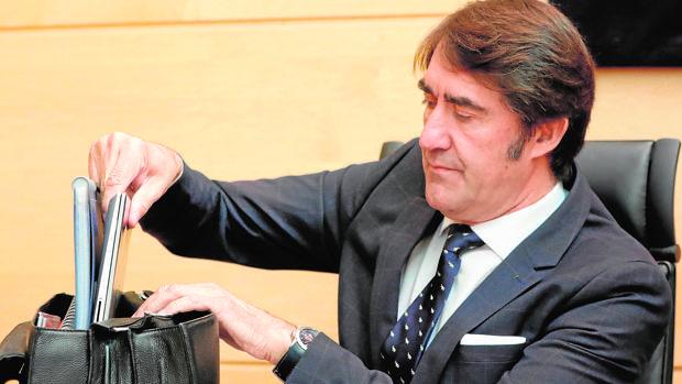 Suárez-Quiñones, este miércoles al inicio de su comparecencia en las Cortes