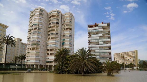 Zona de la Playa San Juan inundada en otro episodio de lluvias torrenciales