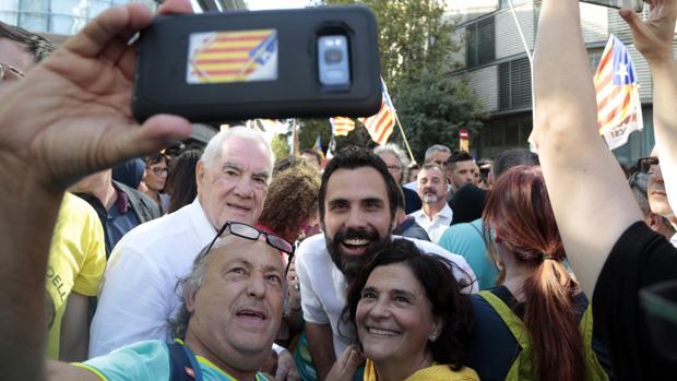 Ernest Maragall y el presidente del Parlamento catalán, Roger Torrent, en la manifestación de la Diada