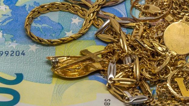 La acusada se puso de acuerdo con dos amigas para vender las joyas en tiendas de oro