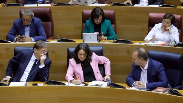 Ximo Puig, Mónica Oltra y Rubén Martínez Dalmau, en las Cortes Valencianas este miércoles