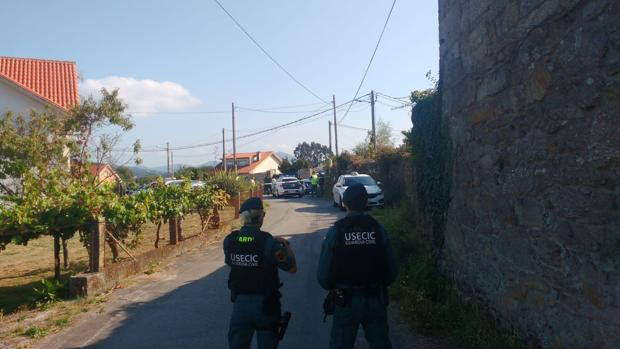 Agentes de la Guardia Civil, en el municipio pontevedrés de Valga