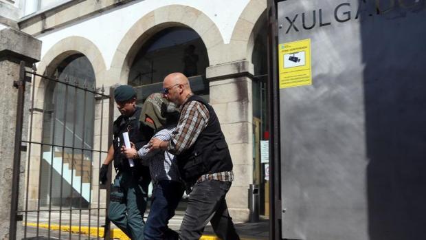 José Luis Abet Lafuente abandona ayer los juzgados