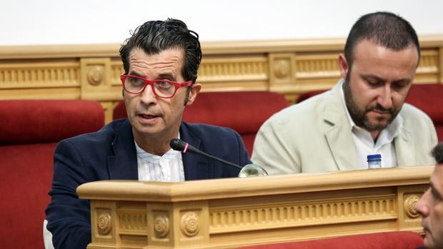 Alberto Romero, este jueves, en su último pleno como concejal de Vox en Toledo