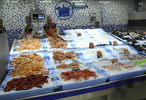 Imagen de unos empleados de un supermercado de Mercadona en Toledo