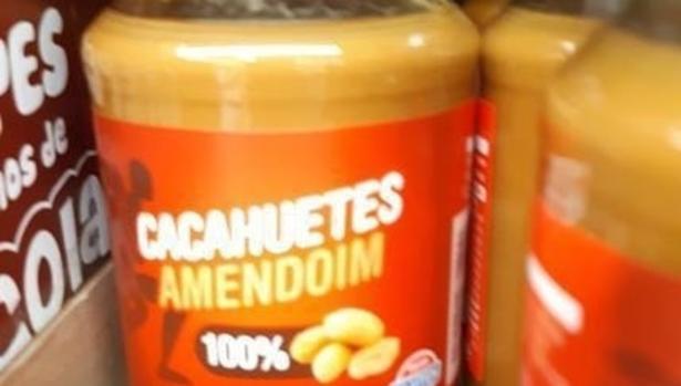 Imagen de la crema de cacahuete cien por cien natural de Hacendado en los lineales de Mercadona