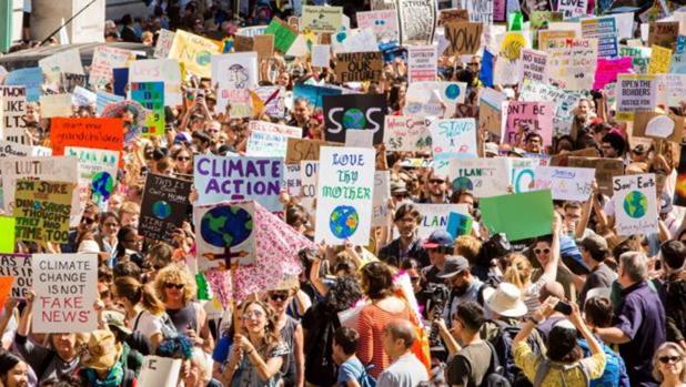 Miles de personas se manifiestan contra el cambio climático