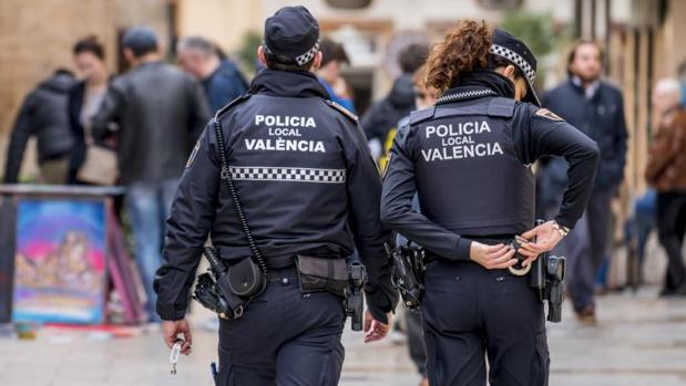 Decretazo» de Ximo Puig para ser policía local: siete meses pagando  academia y luego a jugársela en una oposición