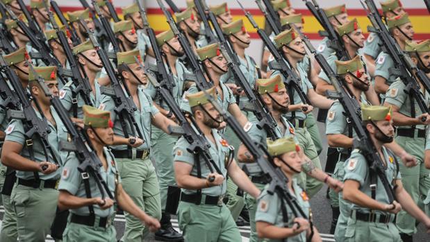 Militares desfilan por el paseo de la Castellana, el 12 de octubre de 2018