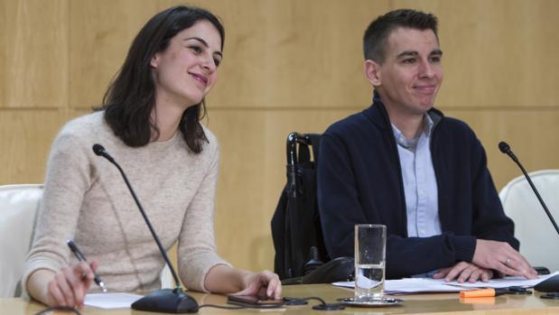 La portavoz de Más Madrid, Rita Maestre, junto al ahora exconcejal Pablo Soto, en 2017