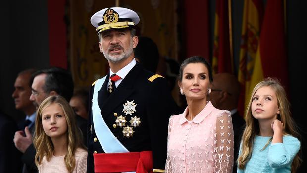 Los Reyes, la Princesa y la Infanta, durante el desfile militar de la Fiesta Nacional