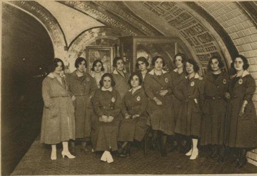 Las señoritas taquilleras: todas solteras. Al casarse, perdían el empleo (foto de 1921)