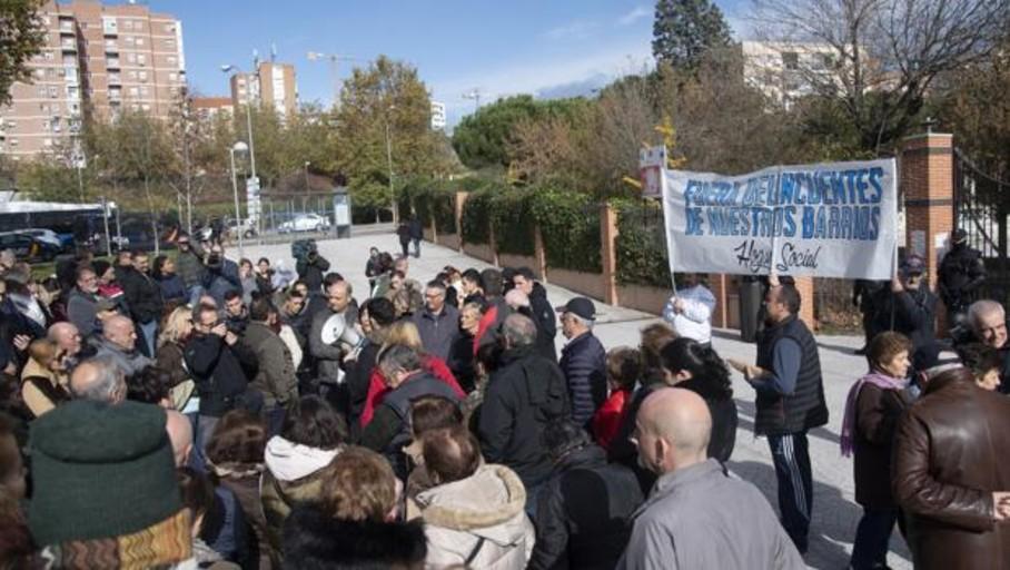 Abortan un enfrentamiento entre ultras de izquierda y neonazis junto al centro de menas de Hortaleza