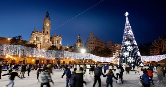 Imagen de archivo de la pista de hielo en la plaza del Ayuntamiento