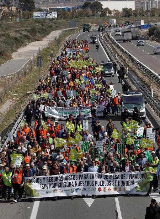 La protesta cortando el tráfico de la autovía