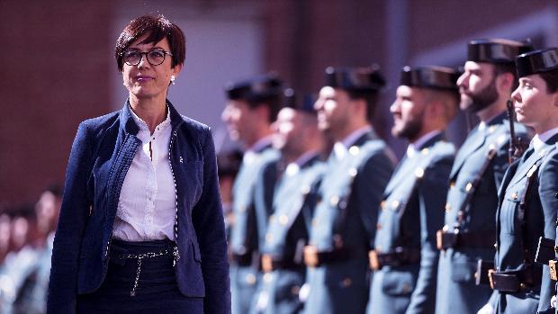 La directora general de la Guardia Civil, María Gámez, pasando revista el pasado 24 de febrero durante el acto con motivo de la toma de posesión del coronel Antonio Rodríguez-Medel, como nuevo jefe de la Comandancia de Málaga.
