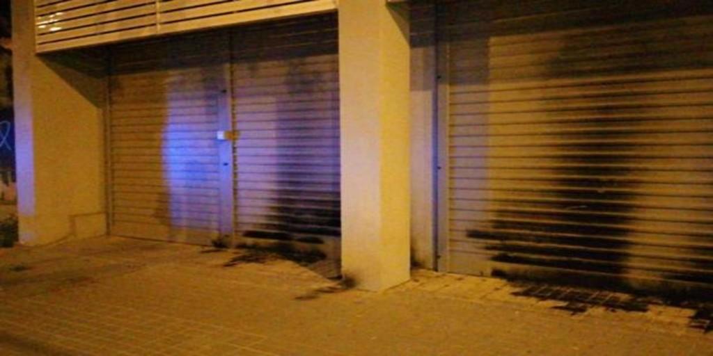 Atacan con «material incendiario» la sede central del PSC en Barcelona