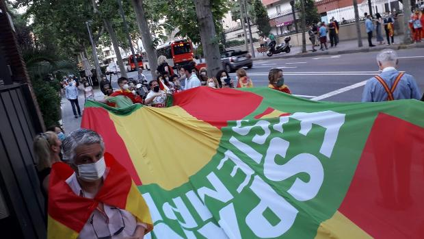 Vox patrimonializa la cacerolada antigobierno de Barcelona – Noticias España