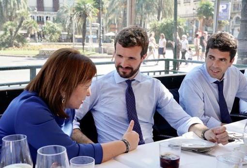 Pablo Casado, en Valencia, junto a Isabel Bonig y Carlos Mazón