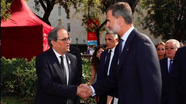 Torra saluda al Rey, en agosto de 2018, en Barcelona con motivo del homenaje a las víctimas del atentado de agosto de 2017