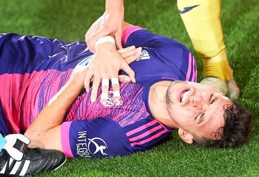 Óscar Plano se lesiona por un golpe durante el partido