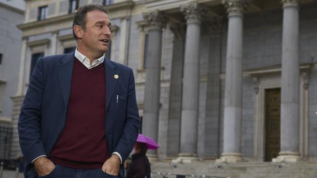 Dignidad y Justicia acusa al Gobierno de «arrodillarse» ante «los herederos de ETA» para sacar rédito político