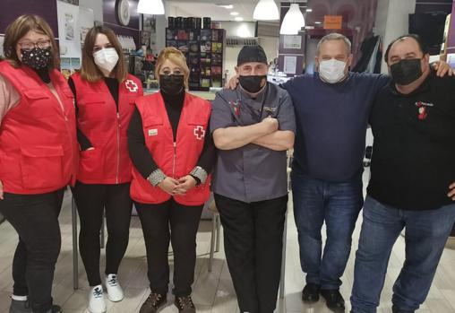 Volunteers of the Red Cross, Pepe Pérez, José Ángel and their friend José, after finishing the cast