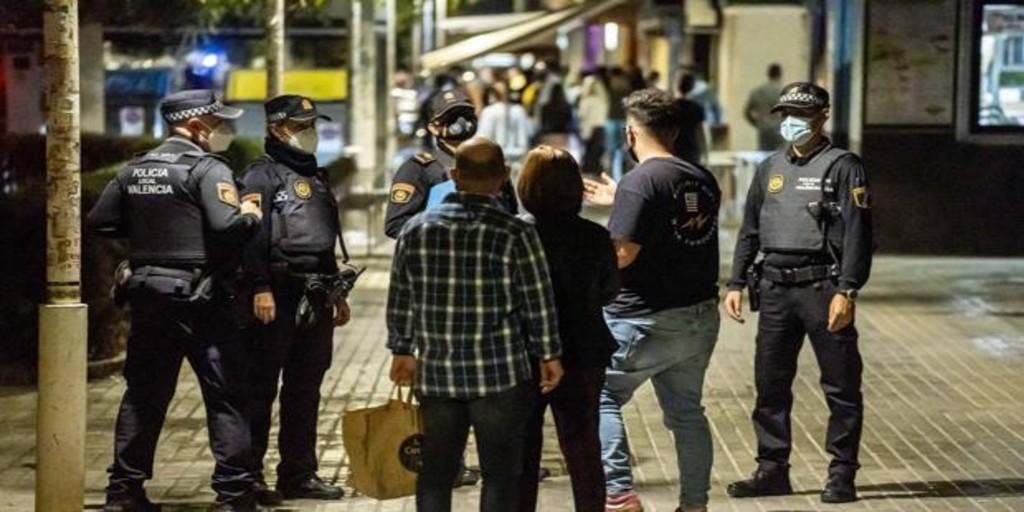 La otra lacra de la crisis del coronavirus: disuelven 16 fiestas ilegales en Valencia en una sola noche